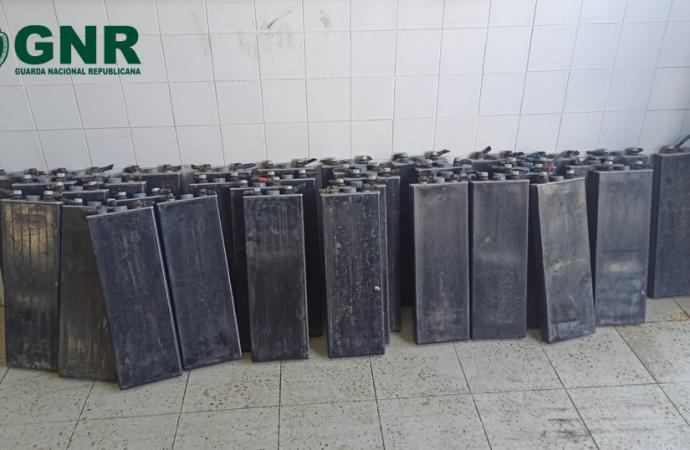 Detidos dois homens em Alenquer por roubo de baterias
