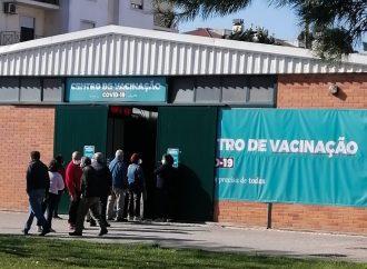 Maiores de 65 anos convocados para vacina da gripe e terceira dose contra covid-19